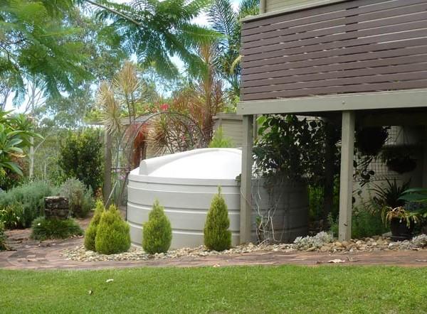 2000 gallon 9000 litre cream poly rainwater tank for garden